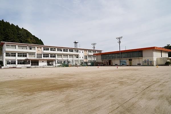 会場となった旧玖島小学校では、気持ちのいい秋空が広がっていました。