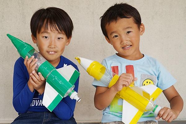 陸斗くん(左)と靖太くん(右)は全部の体験ブースを回り、終了時間まで楽しんでくれました。「また参加したい」と、2人とも気に入ってくれた様子。
