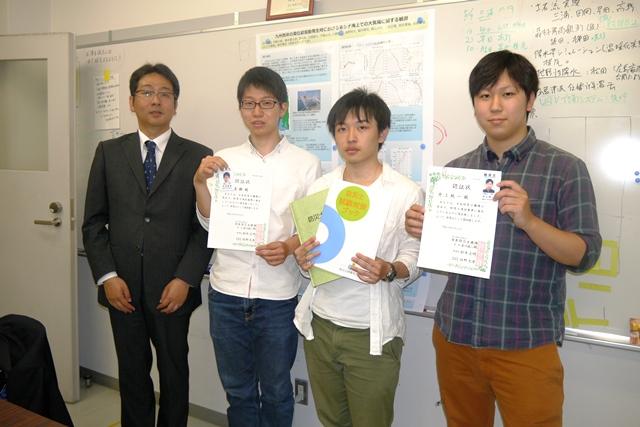 左から、田中先生、松田君、森君、井上君。