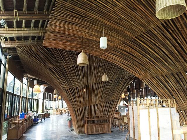ヴォ・チョン・ギア氏の設計したレストランを見学に行きました。自然と建築物が融合したつくりに刺激を受け、勉強になりました。