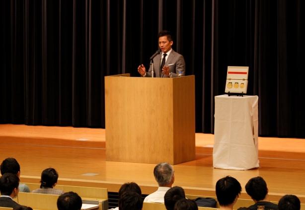 「私がチャレンジしてきた道のりを知っていただくことで、皆さんが前向きになってもらえたらうれしいです」と野村さん。