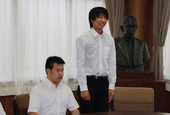 「これまでの成果を発揮できるよう頑張ります」と抱負を述べる代表の田邉拓也さん(知能機械工学科3年)