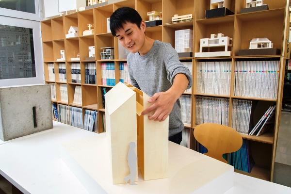 実際に製作した模型。側面と床に施した300ミリのスリットがポイント