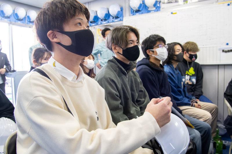 「現場見学に何回か参加しましたが、それぞれの現場で状況に合わせた工法が用いられていると知り、学んだ知識がいろんな形で活かされるのを実感しました」と語る2年生・川口 昭朋さん。