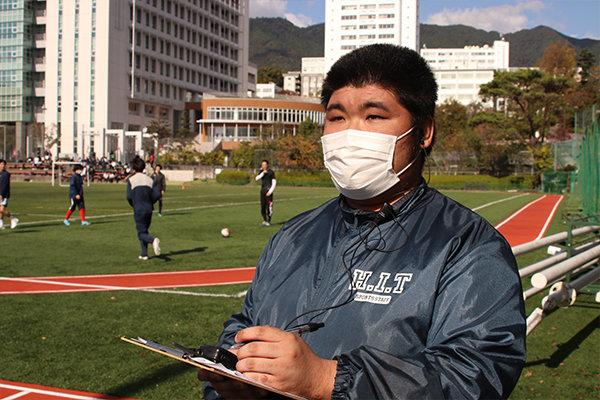 3会場を行き来し、全体の進行を管理する山田さん