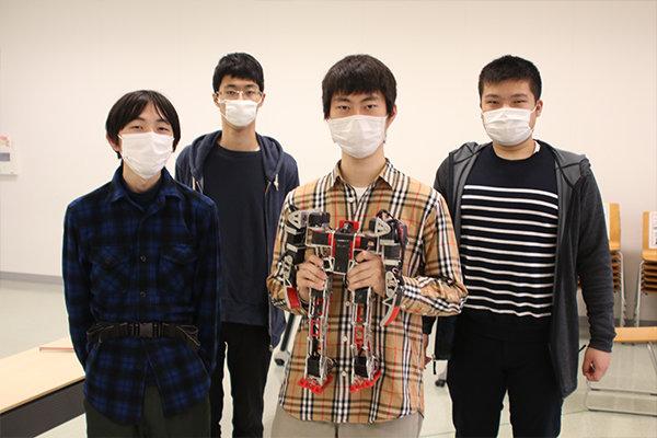 中四国の大学で唯一、二足歩行ロボットに取り組むロボット研究部