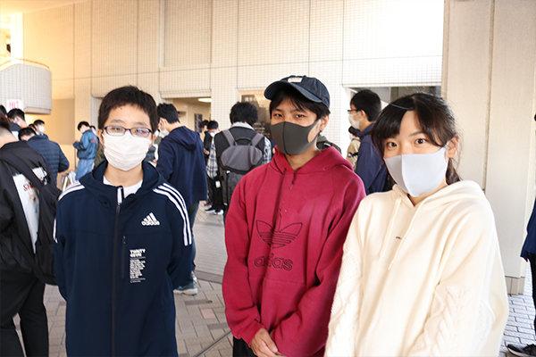参加した学生たち(左から大久保さん、藤川さん、峠さん)