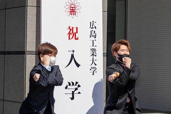 環境土木科に入学した出野上さん(左)と平賀さん(右)「充実した設備の中で学べる環境がうれしい。大学では友達関係を築いて充実した学生生活を送りたい」(平賀さん)