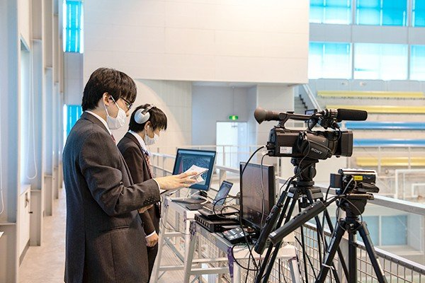 YouTubeを使用したLIVE配信は、情報化推進室の職員が担当