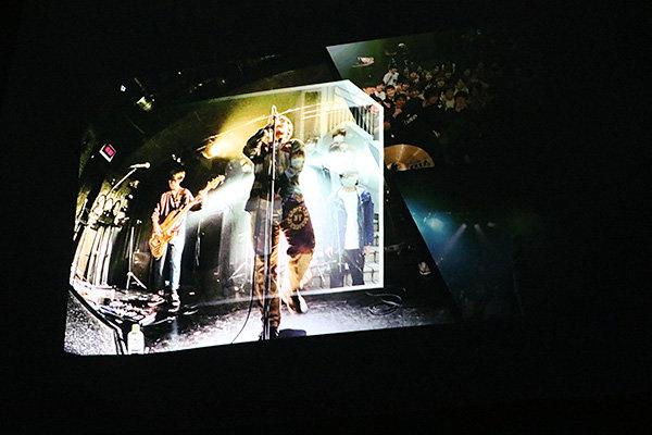 オープニングとエンディングにはスライドショーを用意。大型スクリーンに映し出される迫力ある映像で、会場を盛り上げる