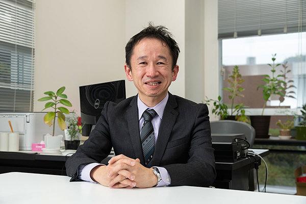 食品生命科学科で「AI・データサイエンス入門」の授業を担当する今井章裕准教授。