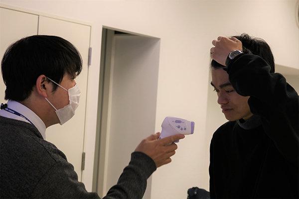 体温計・消毒液・マスクを準備し、講座にあたる