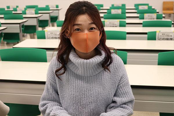 環境学部地球環境学科1年の内山恵那さん