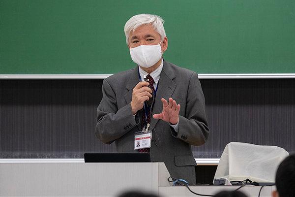 学科長の小川英邦教授は「臨床工学技士の臨床実習は、医師における