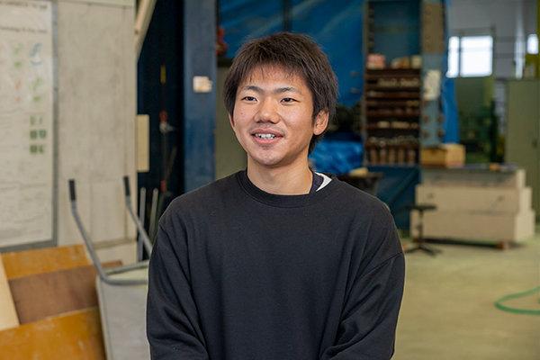 村上力斗さん(愛媛県立今治工業高校卒)「受入検査は思った以上に厳密だとわかりました。こういう地道な検査を的確に行っているから安心できる建物が建つんですね」