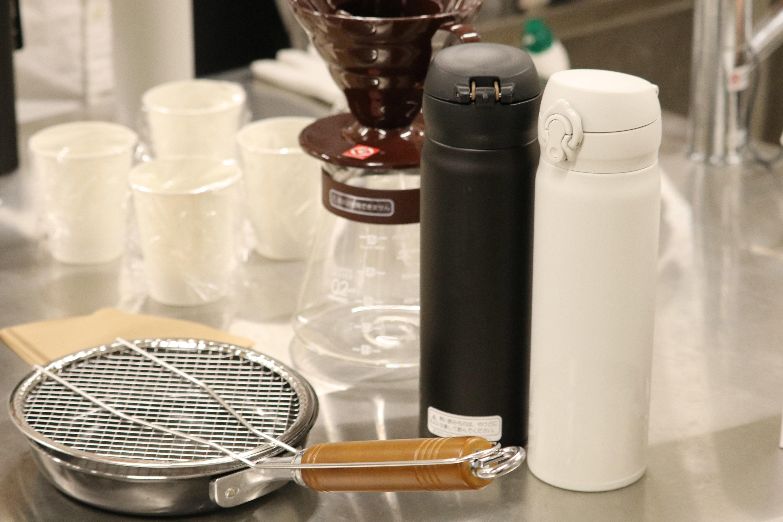 食品の保存(保温)方法を意識して欲しいと、学生にステンレス製真空二重構造保温ボトルを用意