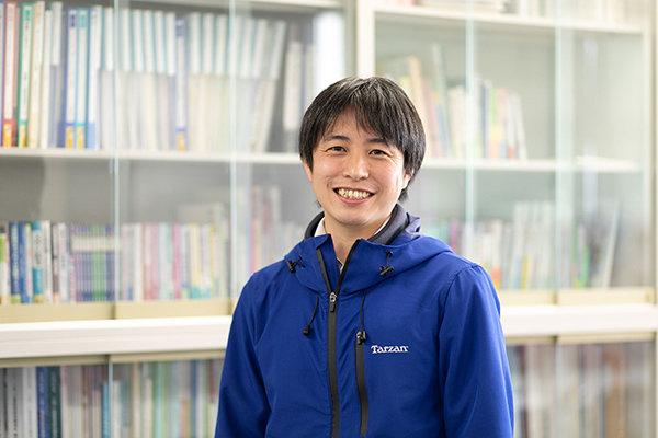 接続教育部門長・大村准教授。「自分で学びたい内容を選択できるので、苦手分野の克服や興味を深めるのに役立ちます」