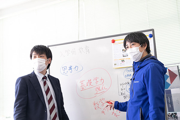 大村部門長・門脇職員は「大学での学びや友だち関係についての新入生の不安を、できる限り解消したい」と語ります。