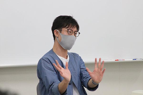臨床工学技士の資格も取得した寺川さん。今の仕事では必須の資格ではないが、学んだ知識は役立っていると語る