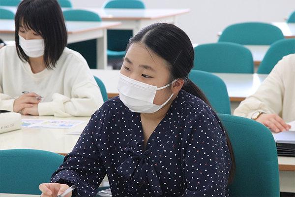 「病院での勤務しか考えていなかったが、企業で働くことがイメージ出来た」と話す松谷さん(生体医工学科4年・呉青山高等学校出身/広島県)