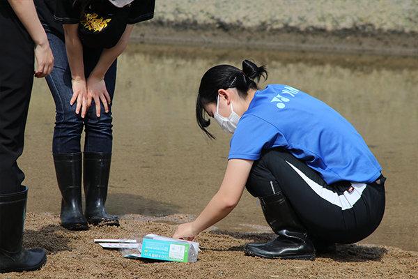 放流後は水質調査も。水質調査は月1回のペースで実施していく