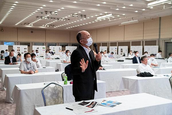 講演後、「オンラインによる職員や学生のコミュニケーション不足に対処するには?」などの参加者からの質問に、桑原氏は広島県での取り組みを事例として紹介していました