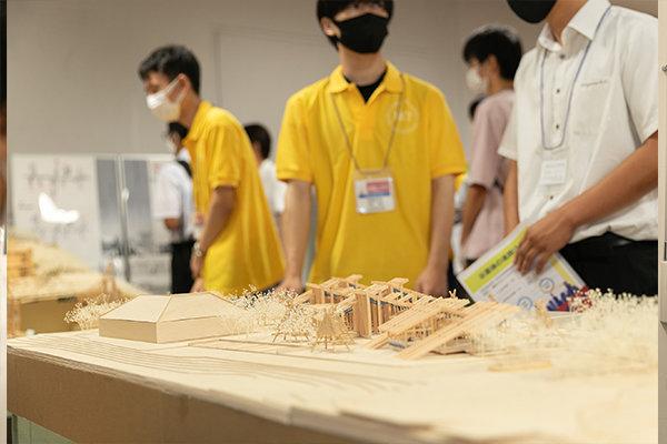 中四国の学生の建築物を集めた展示会でも高く評価され、プロ建築家の賞もいただきました