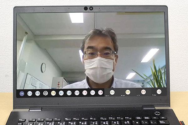 多くの教職員が参加し、第1回FDがスタート。山田HIT教育機構長が司会を務めました