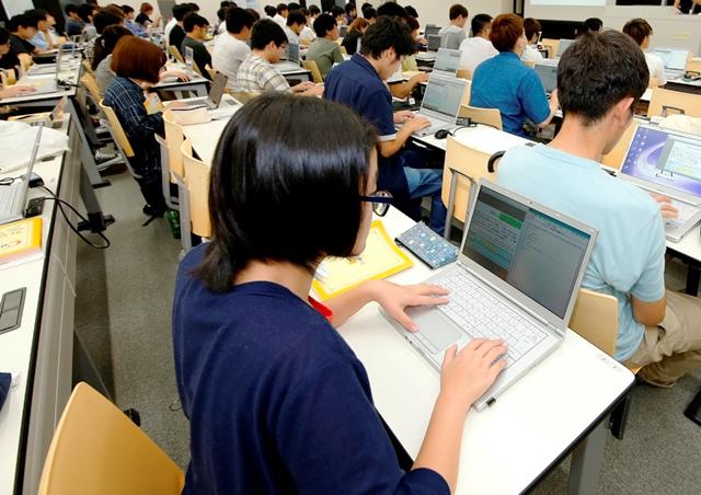 ノートパソコンは大学推奨のものでも、すでに所有しているものでも、どちらでも構いません。