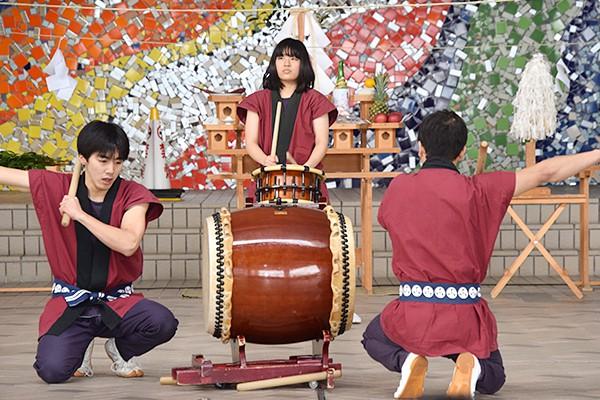 息のあった和太鼓は、躍動感に満ちあふれ、新しい年を勢いづけられるような演奏でした。