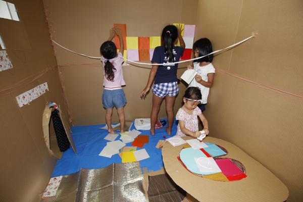 「テーブルをつくったよ」「トンネルもあるんだ」子どもたちの創造力が爆発します。