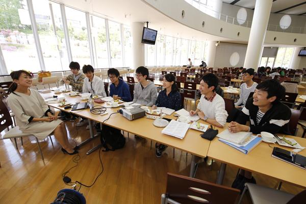 大隅さんは、気象予報士として、小学校での環境授業や気象イベントプロデュースなどの活動も行っています。そうした活動についても教えていただきました。
