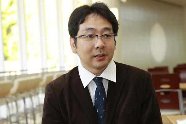 「今後、ゼミから気象予報士を輩出し、後輩へと続いていくことを期待して、サポートを続けていきます」と自らも気象予報士の資格を持つ田中先生。