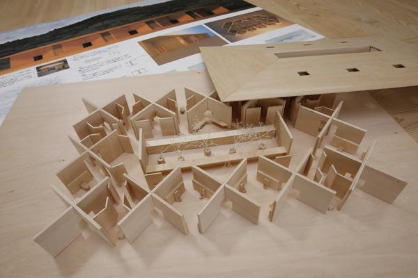 制作した建築模型。中央には中庭を配しました。