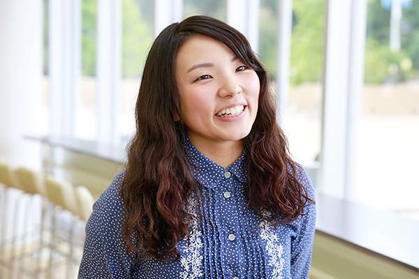 1年生の大上真裕さん(広島県 山陽女学園高等部出身)。「設計、インテリア、維持管理など、さまざまな分野について学べるゼミのことや勉強法などを聞くことができて、とても参考になりました。やさしい先輩ばかりで、聞きやすい雰囲気を作ってもらい助かりました」