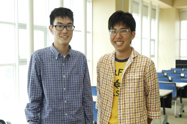 「自分のコミュニケーションのあり方を見直すきっかけになりました。就活にも生かしていきたいです」岩本君(左)と大谷君(右)。