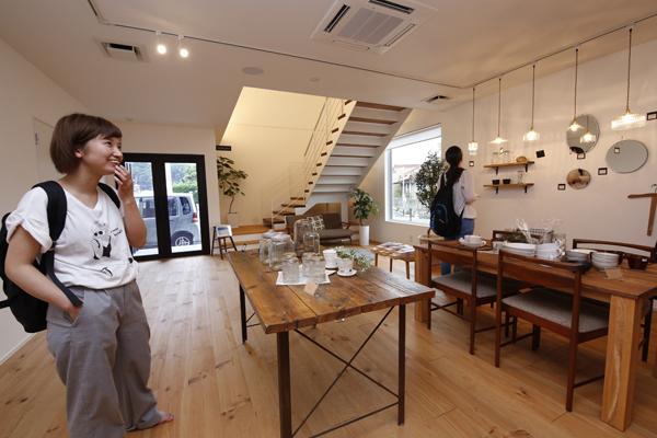 ECHEL1階には、イワキの家に使用されているインテリアの一部を販売するショップがありました。「将来はこんなインテリアの家に住みたい」おしゃれな空間を前に、学生の感性が刺激されます。