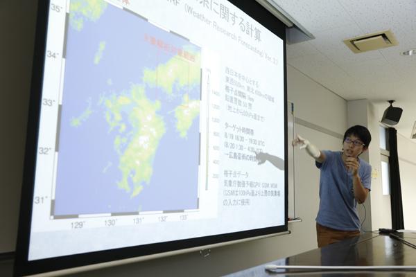 「山口県虹ヶ浜における海浜植物保全のためのゾーニング計画」「緩斜面における土石流堆積過程に関する模型実験」など、テーマの幅が広いのが地球環境学科の特徴です。