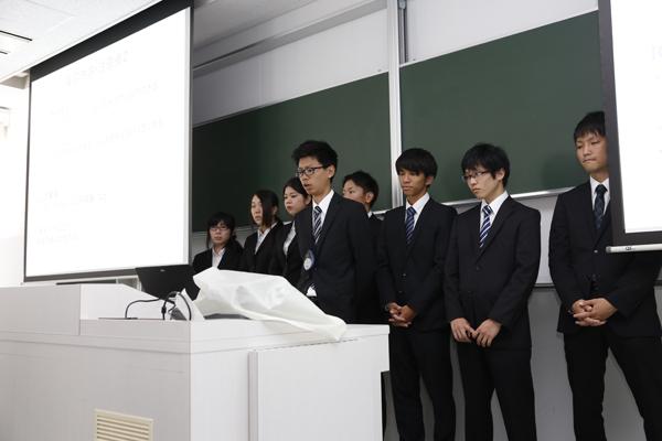 広島大学病院は8名の学生が実習に参加。実習中は、質問しやすい雰囲気の中でご指導いただき、積極的にコミュニケーションを取ることの大切さ、質問をするために予習・復習して臨むことの重要性を痛感しました。