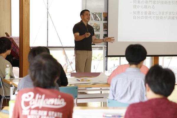 「次の世代にこの社会を残すために研究していると考えています」と広島大学の藤島先生。研究成果の本質を考えることや、次世代のための豊かさを想像することの大切さ、想定外の分野で研究が生き続ける可能性を意識して専門家以外でもわかる表現を心掛けることの重要性などが語られました。