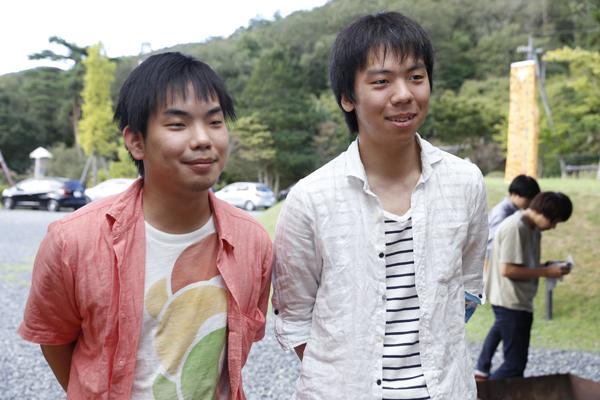 「広島大学と岡山県立大学の学生からとてもいい刺激を受けています」と倉本君(左)、岡田君(右)。