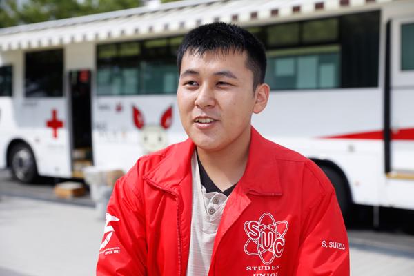 学生自治会献血会の水津悟志君(工学部機械システム工学科・4年)「次の工大献血は、来年1月17日を予定しています。キャンパス内で行っている献血なので、まだ献血をしたことがない人も、ぜひ気軽に参加してください」