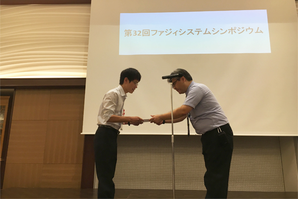 表彰式の様子。今後は、海外の学会での発表を視野に入れ、さらなる研究を進めていきます。