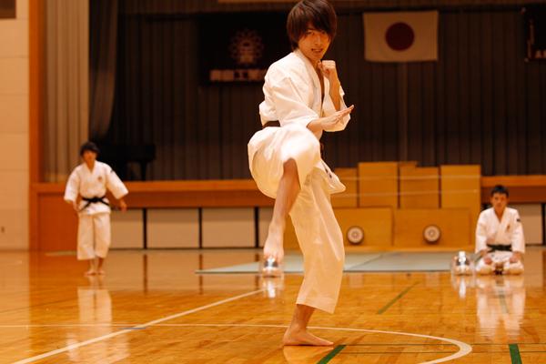 少林寺拳法の演武の構成は、学生自らが組み立てており、大会では、その技術力や表現力を競います。