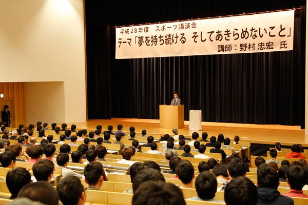 会場のデネブホールには、学生だけではなく、地域の方々も多数ご来場いただきました。