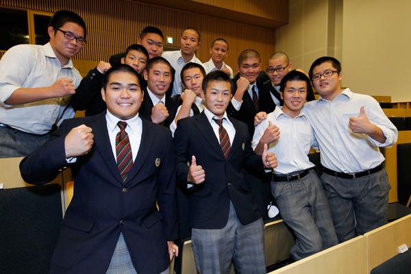 講演を聞きに来ていた広島工業大学高等学校柔道部の皆さん。「毎日の練習に集中して取り組むことの大切さを学びました」