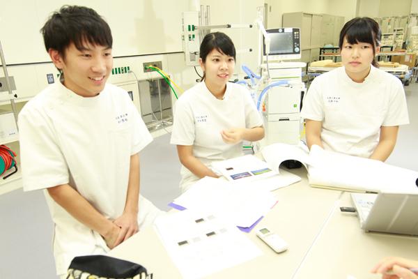 「私以外は医師や看護師、医学部の先生ばかりの学会でした。教育のことも、臨床現場も分かっていらっしゃる医学部の先生が、私たちの研究に興味を持ってくださったのがうれしかったです」と池田さん。