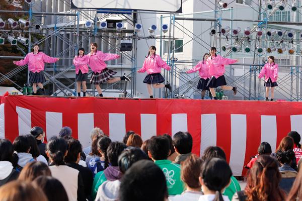 「連協乃風」では、他大学の皆さんが、素敵なダンスパフォーマンスで、華々しく工大祭を盛り上げてくれました。