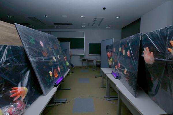 電子情報工学科の学生で組織する「電子情報テクナーズ」のお化け屋敷は、毎年行列ができる人気企画。電子技術を用いた仕掛けの数々が、お客さまを不思議な世界へ誘います。