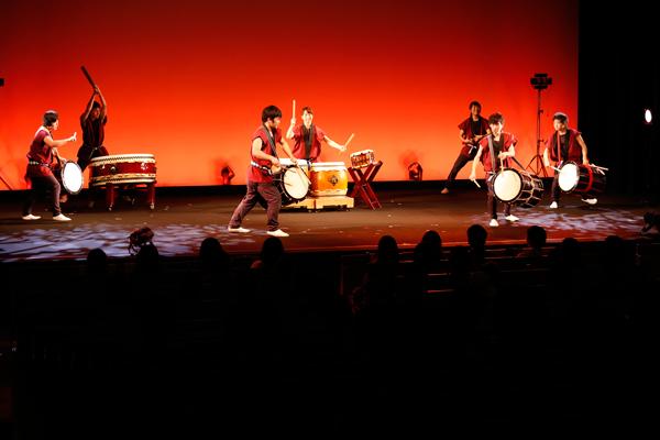 和太鼓サークルの鼓遊会は、今年も息の合った迫力たっぷりの演奏を披露。日々の練習の成果を存分に発揮していました。